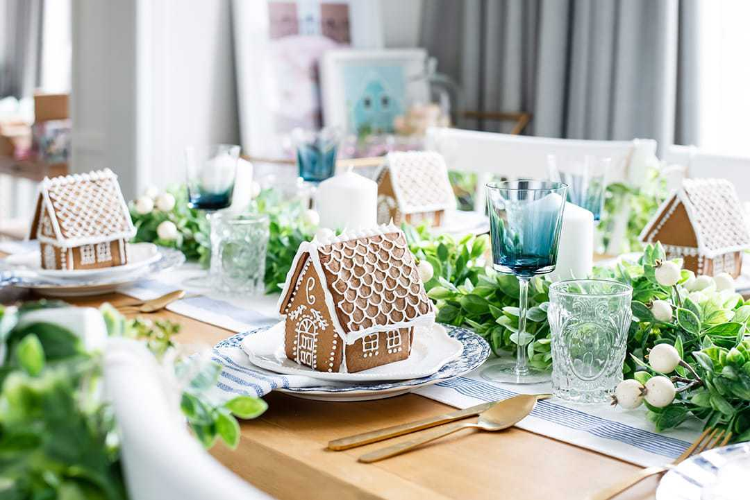 Beautiful and unique monogrammed ginger homes are used a place cards and Christmas take away items for guests.